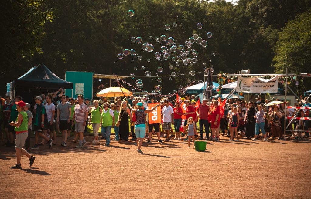 Seifenblasen bei der Eröffnungsrunde