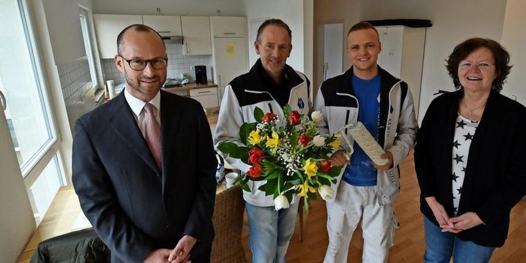 Prof. Merseburger, Maler Lehmkuhl und Geselle, Veronika Doerre in der Angehörigenwohnung Lübeck