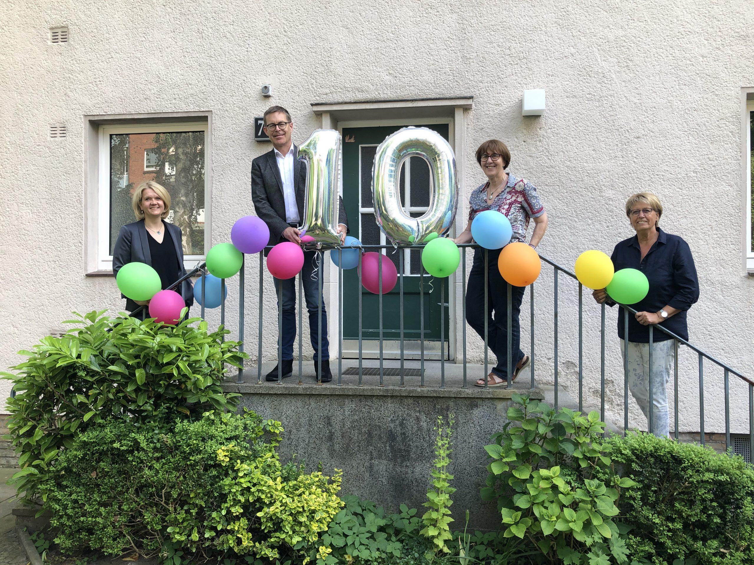 Gruppenfoto mit Luftballons