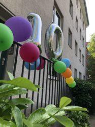 Luftballons als Zahlen bilden eine 10